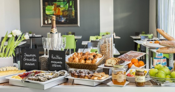 breakfast buffet in hotel included in the price